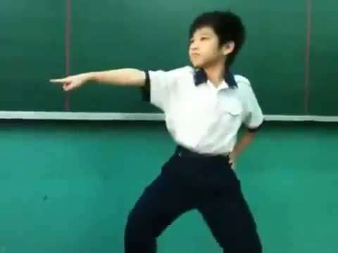 Funniest dance EVER - Vietnamese Kid Dance GANGNAM STYLE better PSY