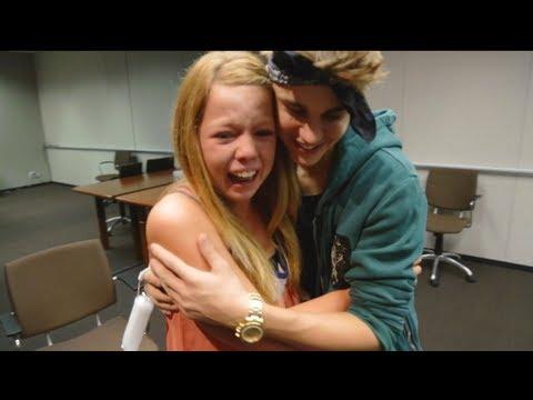 Justin Bieber Surprises Lucky Fans! | Just Dance 4