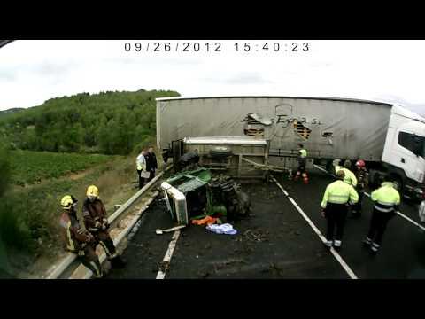 ACCIDENTE ENTRE TRACTOR I TRAILER EN C-15 MEDIONA
