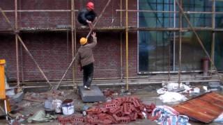 Maurer bei der arbeit bier  Maurer bei der Arbeit - Die Vorbereitung - YouTube