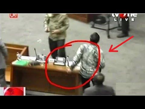Hasrul Azwar Politisi PPP Ngamuk Banting Meja Sidang DPR Ricuh 28 Oktober 2014