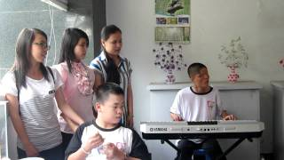 Long phụng sum vầy. 12a2 hát với người khuyết tật.mp4