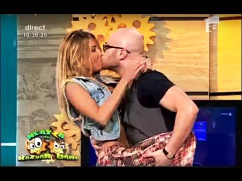 Neatza cu Razvan si Dani - Mihai Bendeac a sarutat-o pe vecina Flavia Mihasan!