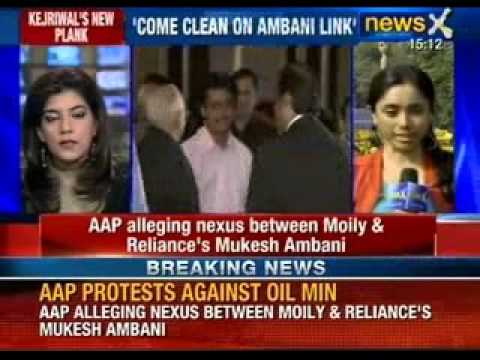 AAP protest against oil Minister Veerappa Moily