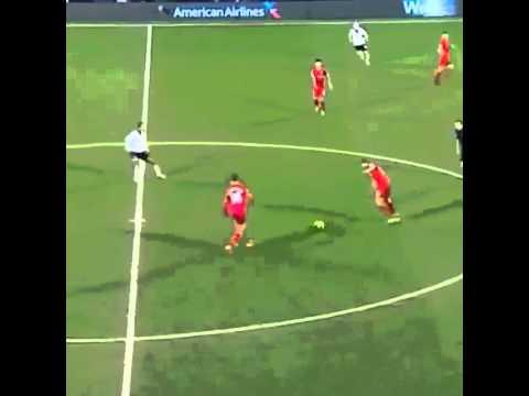 Một trong những đường chuyền kinh điển của Gerrard