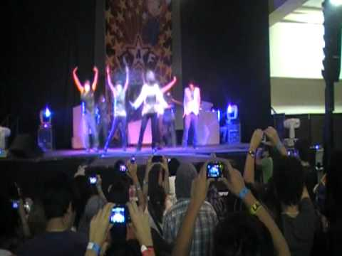 Red Feedback - Maximum/Keep Ur Head Down (TVXQ Dance Cover) (CAF 2011), Maximum/Keep Ur Head Down - TVXQ @ Chibi Anime Fest 2011 (CAF 2011) July 10, 2011 Hermosillo, Sonora, Mexico. Please Click Here: http://www.coverdance.org/US...
