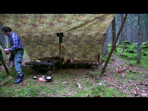 Rebuilding my two bed Bushcraft Camp and cooking spicy food for dinner
