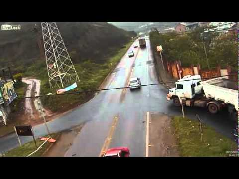 Two Truck Crashes Accidents 9.10.2013