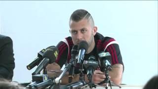 """Menez: """"Il Milan deve puntare alla Champions League""""   AC Milan Official"""