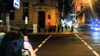 بالفيديو.. رجال الشرطة يدخلون تحديا في الرقص بأحد شوارع أستراليا |