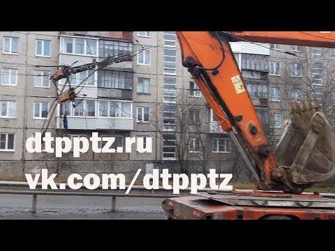 На Комсомольском проспекте трал оборвал троллейбусную контактную сеть