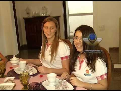 Coroa e maquiagem atraem alunas à Escola de Princesas