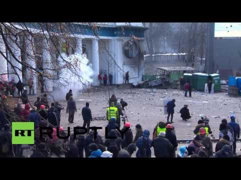 Street battles rage on as Kiev protesters go to war with police