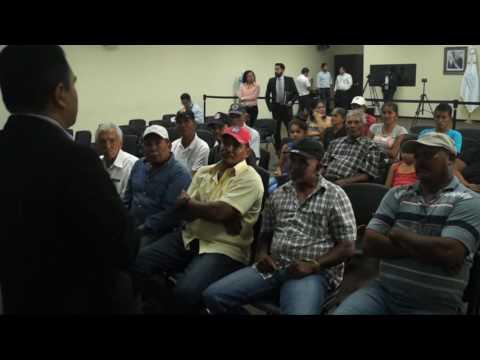 Refugiados reciben nacionalización salvadoreña.