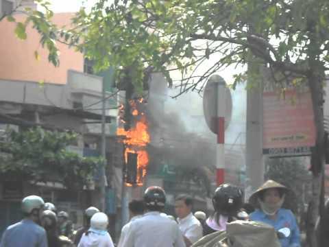 Cháy cột điện ở Gò Vấp - Chợ Hạnh Thông Tây 8h30' ngày 14-5-2012