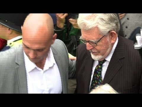 Entertainer Rolf Harris in UK court over 'sex assaults'