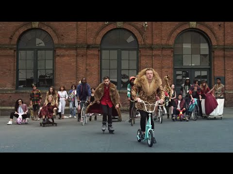 MACKLEMORE & RYAN LEWIS – THRIFT SHOP FEAT. WANZ