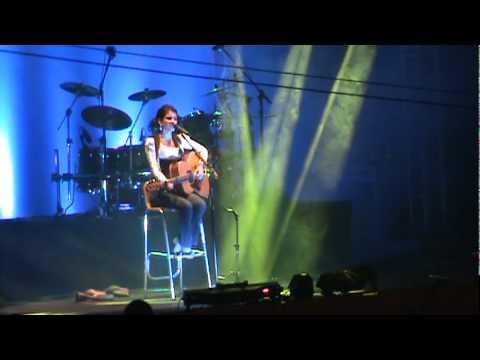 Paula Fernandes encanta no IBIFEST e  canta  para 40 mil pessoas.