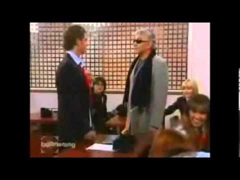 Rebelde mexicana Diego e Roberta assumem o namoro na frente  da classe
