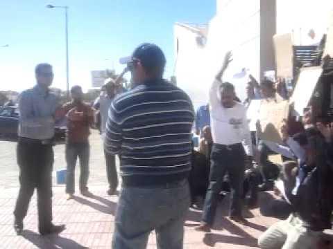 الداخلة: جانب من الوقفة الاحتجاجية لجمعيات امام مندوبية الصيد