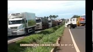 Caminhoneiros liberam BR-050 no Tri�ngulo Mineiro
