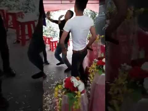 Hoa cài mái tóc quẩy đám cưới cùng anh em_ Quốc Ka