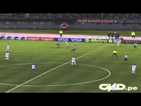 El golazo de Claudio Pizarro a Argentina