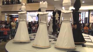 Танец шахматных фигур в Mall of the Emirates