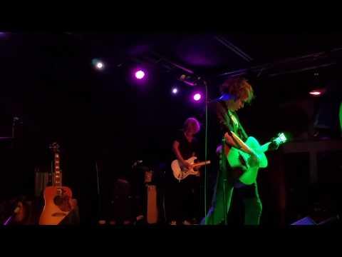 Barnes Courtney - I Get My Kicks - live - 6/2/17