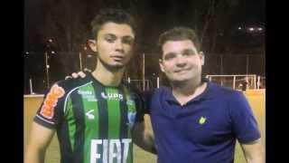 Sávio marcou cinco gols e foi tietado por Toledo. No CT Lanna Drumond, Renan Oliveira já está treinando.
