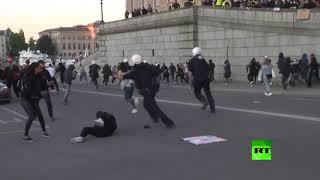 الشرطة تفرق مظاهرة للتضامن مع جورج فلويد