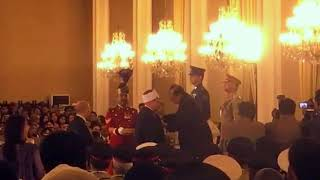 الرئيس الباكستاني يمنح مفتي الجمهورية أرفع وسام وطني في بلاده