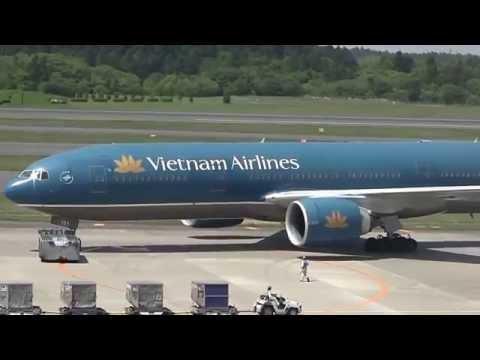 Cận cảnh máy bay cất cảnh ở sân bay nội bài