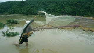 Đánh bắt cá sông mùa nước lũ