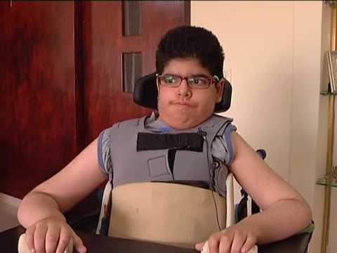 الطفل أصيل...أصغر محلل سياسي رغم إعاقته