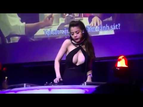 Hot girl đánh DJ cực bốc