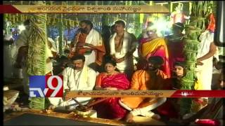 Watch : Chiranjeevi With Family Visit Rajagopuram at Srika..