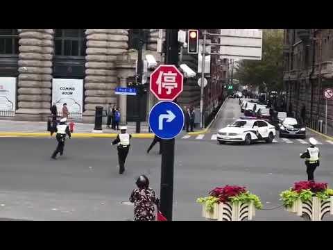 网络热传:上海男子突然冲出 拦截习近平车队(图)
