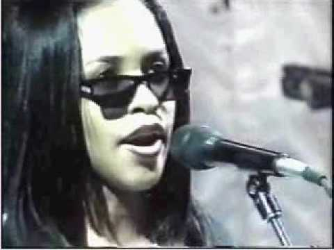 The National Anthem - Performed by Aaliyah in 95', CopyRight : Aaliyah A stunning performance of the Star Spangled Banner by a 16 year old Aaliyah haughton in 1995.