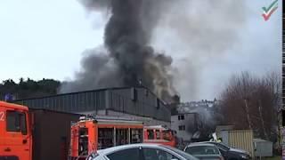 NRWspot.de | Hagen-Vorhalle – Großbrand im Poco-Möbellager – Feuerwehr im Einsatz