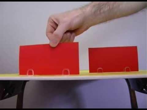 Como é que o carrinho aparece MAGICAMENTE atrás dos cartões?