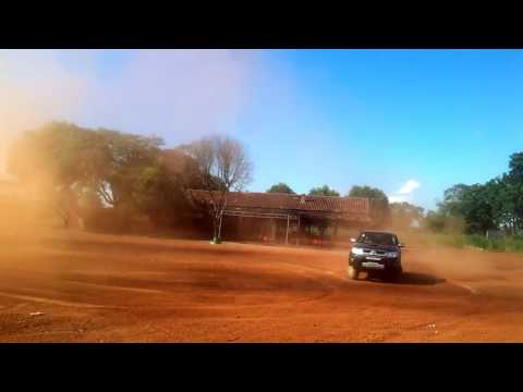 Brincando com o Carro ( Toyota Hilux 4x4 SRV 3.0 Turbo Manual )