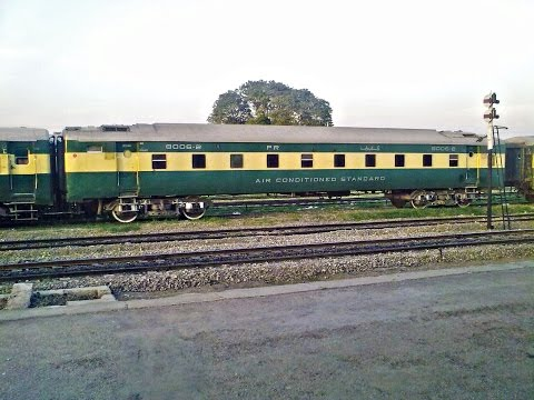 pakistan railway:pakistan exp crossing mandra