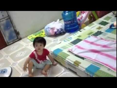 Baby xem Xuan Mai hát