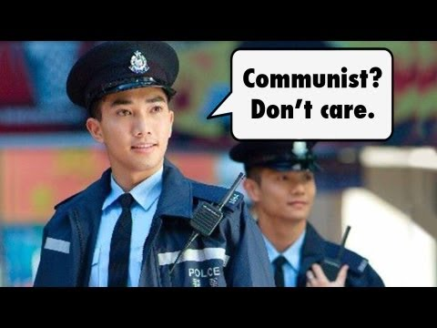 Hong Kong Policeman Denies Mainland Chinese Tourist | China Uncensored