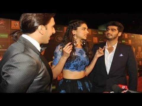Arjun Kapoor & Ranveer Singh FLIRT with Deepika @ Star Guild Awards 2014