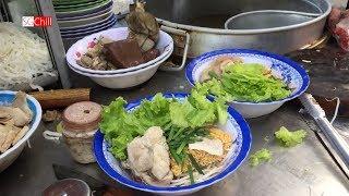 Ghé ăn hủ tíu gõ trong hẻm ở Sài Gòn