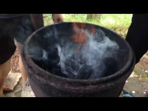 Como acender churrasqueira a carvão. Simples e rápido!