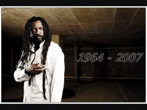 Lucky Dube - Reggae Strong (lyrics)