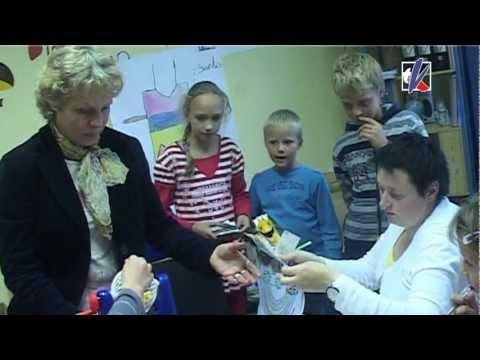 Смотреть видео Активная деятельность молодежи в дневном центре